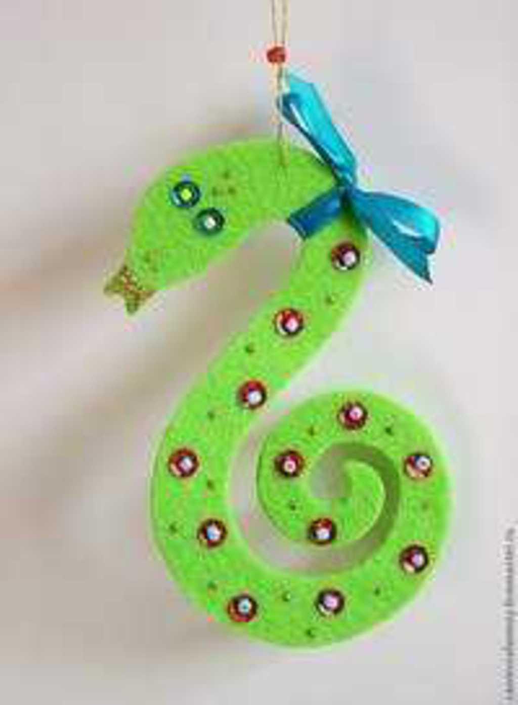 Поделки на новый год своими руками в детский сад из шишек